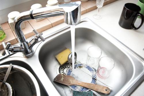Menjaga Dan Merawat Tempat Cuci Piring Selalu Bersih