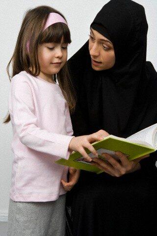 Bisnis Online Syariah Menjual Buku Islami