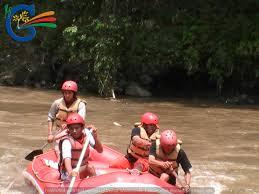 Arung Jeram di Sungai Cikandang