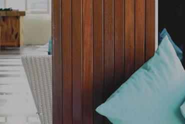 Wujudkan Konsep Eco House dengan Kursi Santai Side Table dan Real Plant